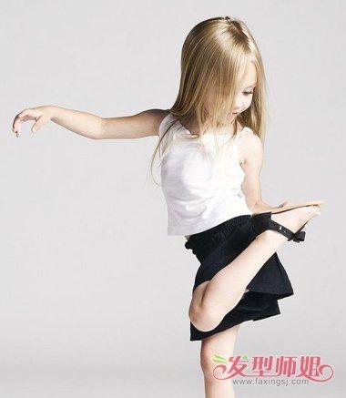 女发型步骤图片  并不是很短的一款大童的发型设计,将发顶上的头发梳图片