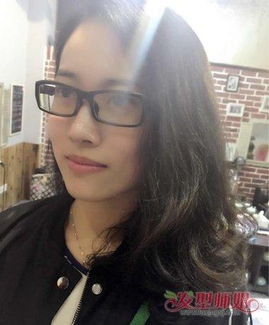 戴眼镜女生适合什么样的发型 40岁女人戴眼镜的发型图片