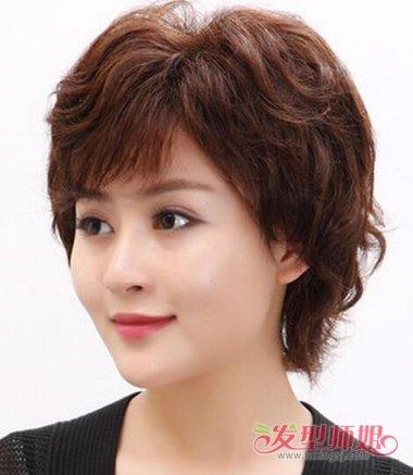 四十岁女人洋的发型_焗什么颜色的头发好看 四十岁女人的头发颜色_发型师姐