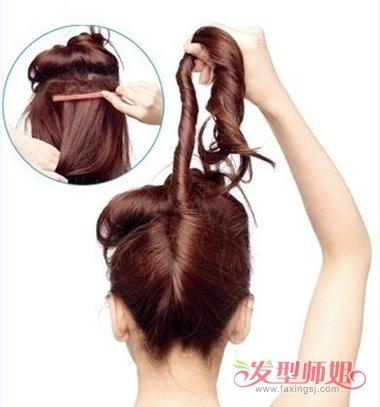 步骤2:上面的头发盘好之后,开始下面的头发操作,长的卷发先是缠绕了图片