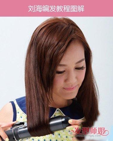 第二步:拉直之后开始做 卷发的效果,从女生拿卷发棒的动作上看,是图片