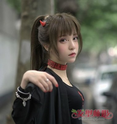 发型diy 长发扎发 >> 新年少女头发怎么绑 适合少女的扎头发方法图片