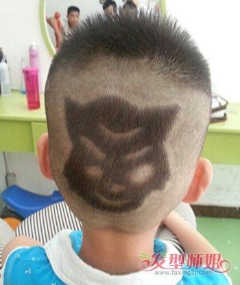 今年就将灰太狼的头像刻在儿子的脑后吧,看这款男孩后脑勺发型,刻的就图片
