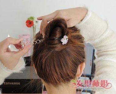 发型diy 盘发 >> 旋转盘发器怎么用 韩式盘发器的用法(3)  2018-03-31图片