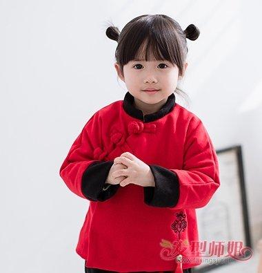 aainforest 分享到  萌萌哒的小女孩梳着齐刘海齐肩直发,过年穿唐装的图片