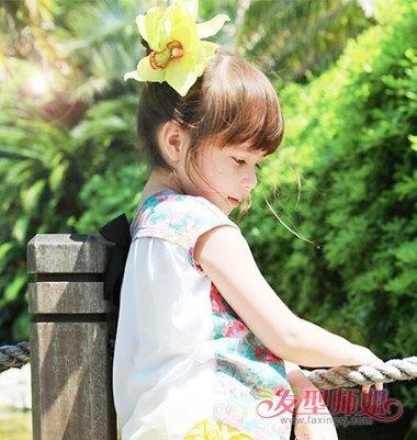 发型设计 儿童发型 >> 2018最新大童盘发步骤 女大童简单盘发发型(4)图片