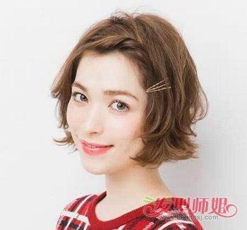 女生蘑菇头该怎么装扮 流行美带装饰橡皮筋的发型(3)图片
