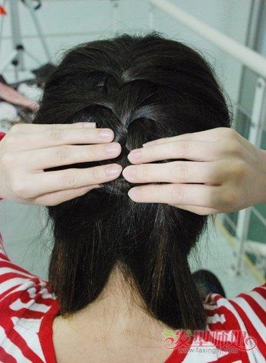 中分的头发可以编什么辫子 头发中分蝎子辫怎么辫图片