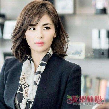 分享到  这款刘涛斜刘海内扣齐肩短 烫发发型,也非常适合长脸额头尖图片