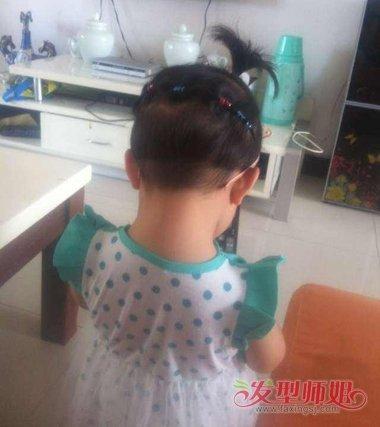 小女孩连扎短发发型图片