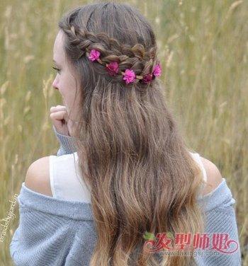 梳大方流行中分中长发的女生们,今年不妨尝试着将一半的头发编织起来图片