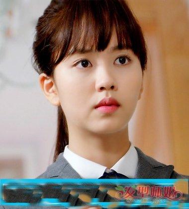 发型脸型 圆脸 >> 圆形脸绑马尾适合什么刘海 脸圆的女生适合什么刘海图片