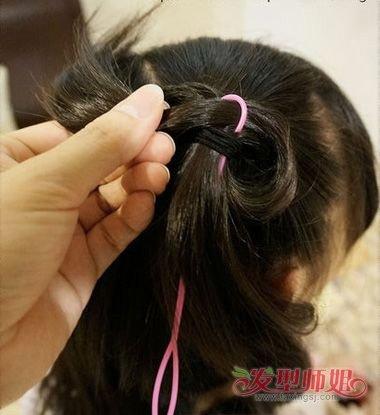 幼儿园布置娃娃编辫子 儿童娃娃头怎么扎小辫(3)图片