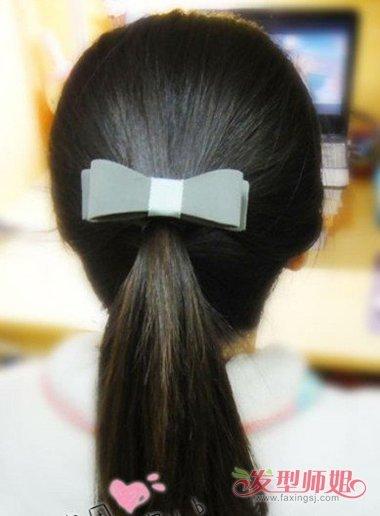 女生中长直发扎马尾辫方法设计图片