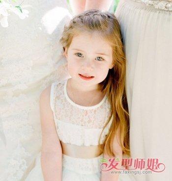 娃娃编发发型 小女孩时尚编发发型  活泼可爱的小女孩留着长长的头发