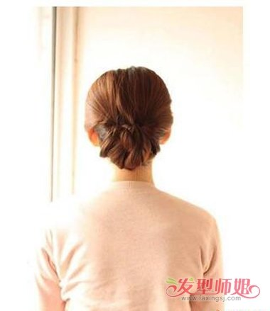 发量少中年女性中长卷发盘发图解