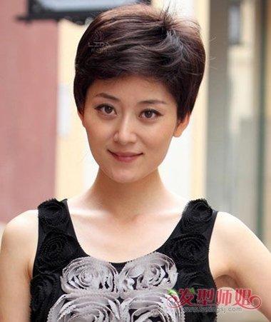 发型脸型 圆脸 >> 头发少脸圆中年人什么发型好看 40岁女人头发少发