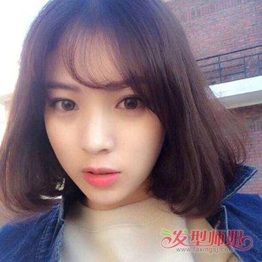 头大女生短卷发齐刘海剪发造型设计图片