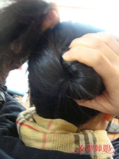 发量少女生中长发无刘海盘发步骤图片