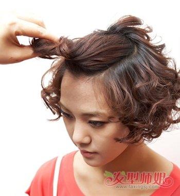 快来学学吧,相信这款女生时尚丸子头盘发发型会让你变得更加漂亮俏皮图片