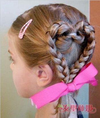 >> 短头发小朋友怎么扎 给小朋友扎头发的方法图解  儿童的中短发不