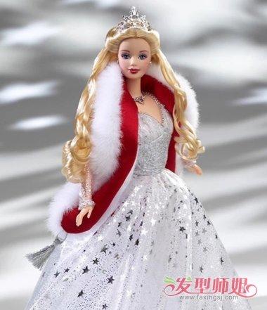 芭比娃娃的中分后梳烫 卷发发型,将两侧的头发都做成发尾空气感卷发.图片