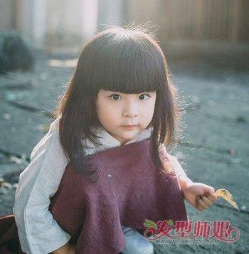 发型设计 儿童发型 >> 小孩三岁剪什么发型好 女童剪发教程   小孩三图片