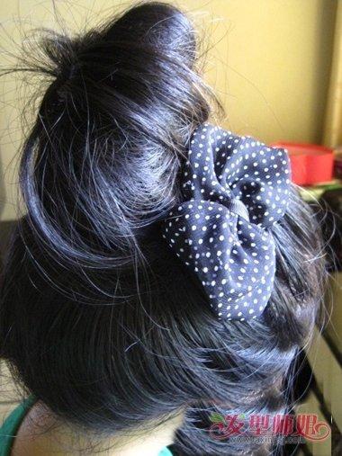 发型设计 盘发 >> 夏天怎样把头发盘的很蓬松 夏天盘头发图片及说明(4