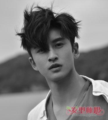 阳光大男孩张云龙示范早秋时尚 潮男剃两边短发发型超图片