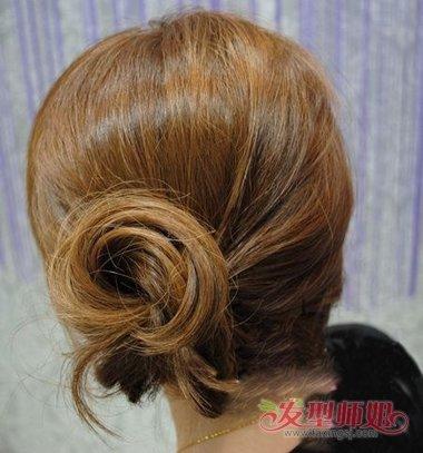 简单婉约的中长发发型做法 婉约发型扎法(4)