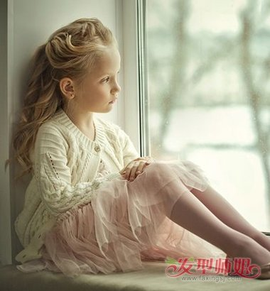儿童后梳卷发公主头发型图片