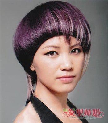 女生两侧不一样长度的沙宣短发发型 18年流行短发发型图片