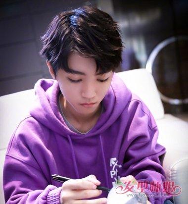 """王俊凯18岁成人礼""""海陆空""""齐上阵 王俊凯青年短发发型图片"""