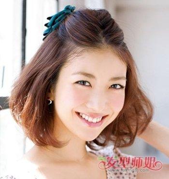 在今年非常流行,梳17厘米长头发的女生,可以成尝试着将头发扎起来哟图片