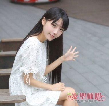 女生直刘海黑长直发发型