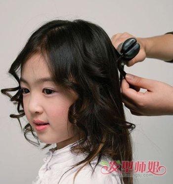 发型设计 儿童发型 >> 4岁小女生扎头发教程 可爱小女孩头发扎法  第图片
