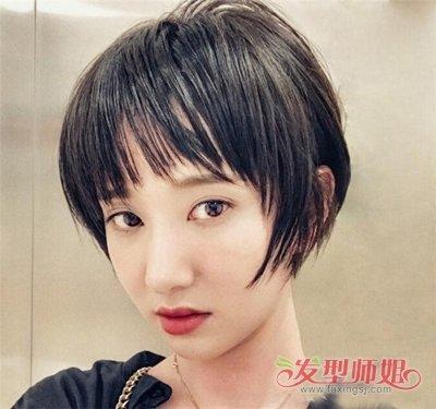 许芳铱的这款短 直发最大的特点就是碎发层次了,眉上刘海轻薄却有着长图片
