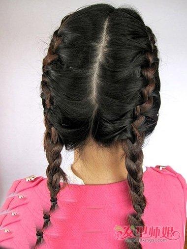 两侧辫子的编法图解 两侧蝎子辫怎么辫(4)_发型师姐图片
