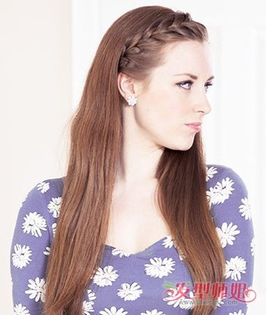 怎么编额头辫子图解 如何在额头梳辫子(4)_发型师姐图片