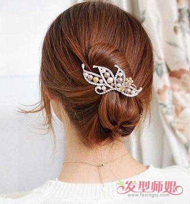 发型设计 盘发 >> 中年妇女大嘴夹盘头发 怎样用鱼嘴夹盘长直发(2)