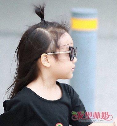 5岁甜馨长这样 甜馨萌娃长发扎发发型不要太淑女(4)图片