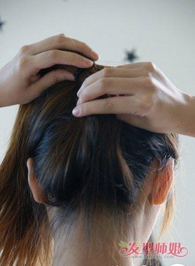 发型设计 >> 女生好看发型梳法步骤 简单梳头发型方法18年新款  步骤1