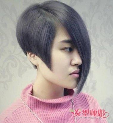 不对称的沙宣短发发型,将发顶上的头发顺着梳到了靠后位置,中年女士图片