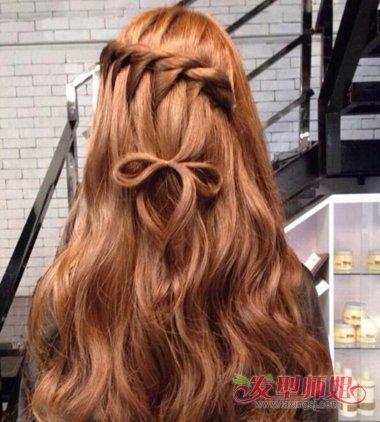 辫子还是会有些微倾斜的曲线的,女生蝎子辫的公主头发型,将后侧的头发图片