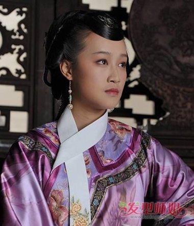 清朝女人居家低盘发发型图片