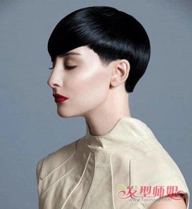 鬓角白�y�+�.�9.b9c��f�_沙宣剃鬓角的对称发型,将鬓角的头发做成了短短的发丝,发顶的头发因为