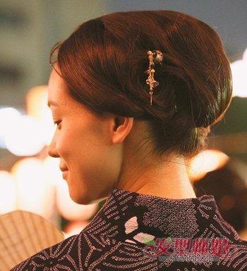 简单发簪发型扎法 适合用发簪的简单发型