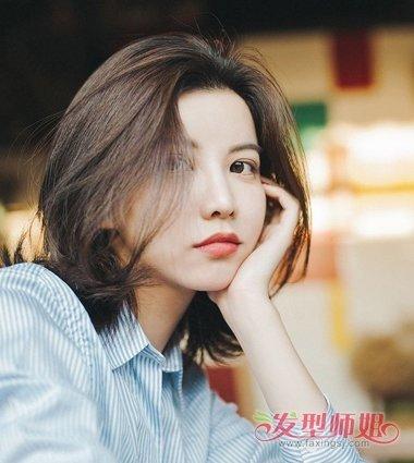 女生 纹理烫效果的烫发发型,短发发根的发丝比较立体.图片