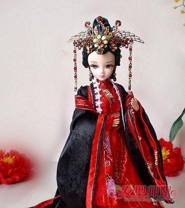 芭比娃娃的头发怎么扎 给芭比娃娃扎古代发型(2)图片