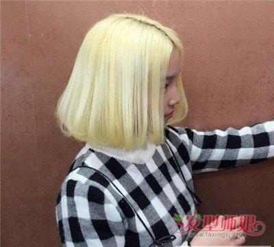 内扣的 烫发一般对发尾都会做较为平齐的修剪,这种短发看起来比较清新图片